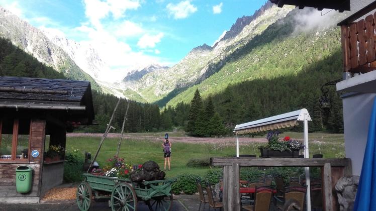 vue sur la montagne depuis le RELAIS D'ARPETTE